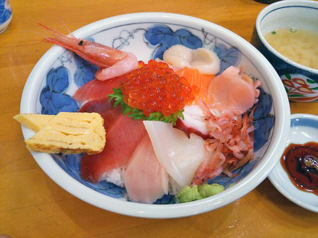 とれたて新鮮海鮮丼!